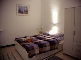 A picture of the hotel: Holyland Apartment in Haifa