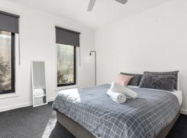 Hotel photo: Convenient and close to the CBD - Pets Allowed!