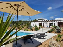 Hotel fotografie: Villa Bravo Ibiza: Classic modern, 5 min. from the beaches