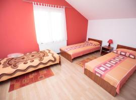 A picture of the hotel: Triple Room Bilje 14318d