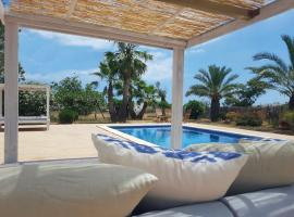 होटल की एक तस्वीर: Villa Delta Ibiza: Outstanding location, great value!