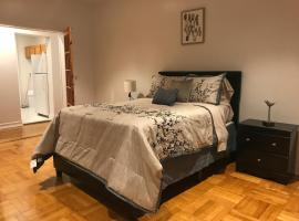A picture of the hotel: Spacious Private Bedroom in Bright Clean Apartment