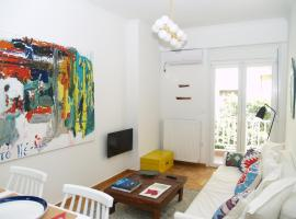 Hotel photo: A Refreshed and Rich in Details Apartment in Piraeus (Passalimani – Marina Zeas)