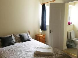 Hotel photo: Renovated Newly Equipped House With Double & Twin Rooms To Rent