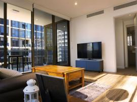 Hotel photo: Large Brand New Apartment with City View at Mascot