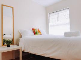 A picture of the hotel: CENTER CITY | 6 Beds | Sleeps 10