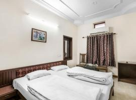 A picture of the hotel: Guesthouse room near Circuit House, Jodhpur, by GuestHouser 21251