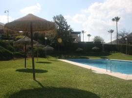 A picture of the hotel: Villa para 6 personas con jardin privado y piscina
