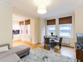 Hotel photo: Immaculate 3BD home in West London 4min to station 206A