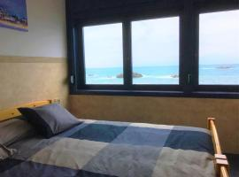 Hotel photo: The Window: panoramic views onto the Sea