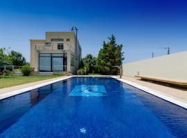Hotel Photo: Countryside Villa with Pool