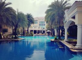 Hotel Photo: The Palms Town & Country Club