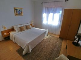 Hotel Photo: Rooms and Studio Apartments Lupis