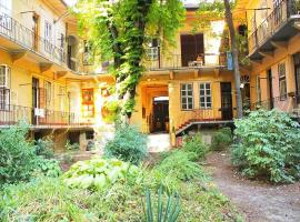 A picture of the hotel: Rustic Charm In Magical Garden
