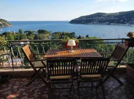 A picture of the hotel: Vintage flat overlooking Villefranche Bay
