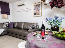 A picture of the hotel: Nuriel Fruit & Guest House