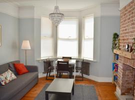 Hotel Photo: Refurbished Apartment with Garden Near Beach