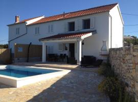 Hotel Foto: Holiday Home Veli Rat 12436