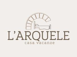 A picture of the hotel: L'arquele
