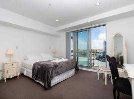 Hotel photo: Beautiful Central Home with Balcony Auckland City