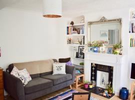 A picture of the hotel: Cosy 1 Bedroom Basement Flat In Hove