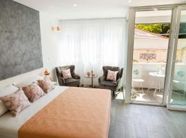 Hotel photo: Rose Gold Rooms & Studio with balcony