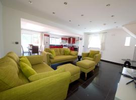Hotel photo: Lovely 5 Bedroom House, North London