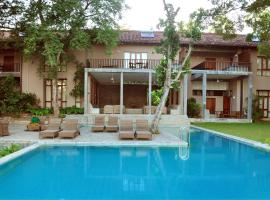 Hotel Photo: Roman Lake Ayurveda Resort (Full Board + Treatments)