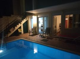 Hotel Foto: Private pool & Panorama View on Athens center Hill