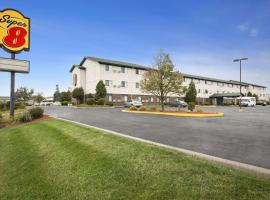 A picture of the hotel: Super 8 by Wyndham Milwaukee Airport