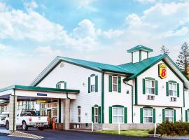 Hotel Photo: Super 8 by Wyndham 100 Mile House