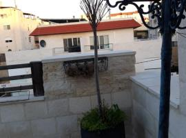 Hotel Photo: Unfurnished Roof Apartment in Amman