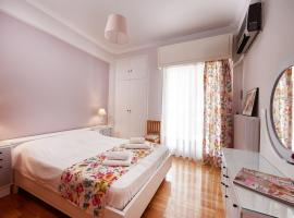 Hotel photo: Bright 3rd flr apt close to National Opera