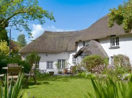 Hotel Photo: The Thatch Cottage