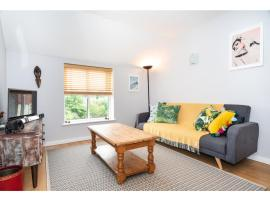 Hotel Photo: Bright & Modern, 1 bedroom apartment for up to 4