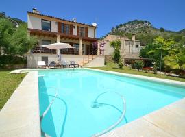 Hotel photo: Villa Caimari with Wifi pool and great views for 6 + 2 people