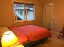 Hotel Photo: Warm and Cozy Private BR + Bath in Richmond