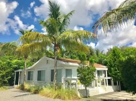 Hotel Photo: Grove Bay Bungalow - 2/1 Gated Cottage-Walk to Bay