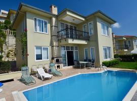 Hotel photo: GoldCity Villa with pool