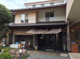 A picture of the hotel: 民宿くろいわ