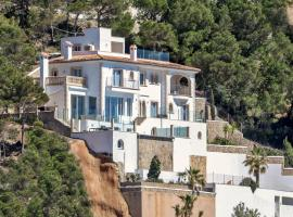 호텔 사진: Stylish Villa Seaview in Cala Llamp