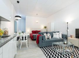 Hotel photo: Bright newly renovated apartment next to the beach