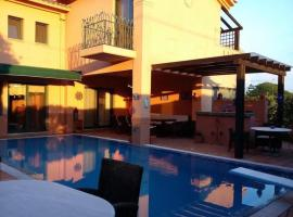Hotel photo: 4-season pool villa