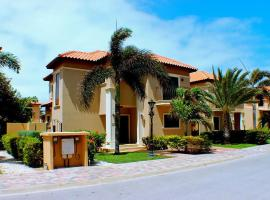 Hotel Photo: Deluxe 3 bedroom Villa with Private Pool