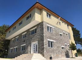 A picture of the hotel: Shkreli Hotel & Camp