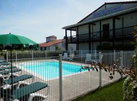 Hotel Photo: L'Auberge Everhotel de Tarbes-Ibos