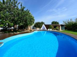 Hotel kuvat: Ibiza Town Villa Sleeps 8 Pool Air Con WiFi