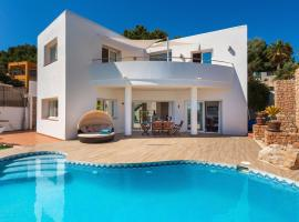 Hotel kuvat: Es Cana Villa Sleeps 8 Pool Air Con WiFi