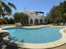 Hotel kuvat: Colonia de Sant Jordi Villa Sleeps 12 Pool Air Con