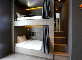 Hotel foto: Bed in 8- Beds Mixed Dormitory Room En suite Bathroom and Balcony